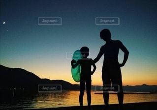 今年は浮き輪なしで泳げるようになるぞの写真・画像素材[3036616]
