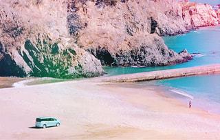 自然,海,ビーチ,岩場,砂浜,水面,海岸,山,岩,初夏