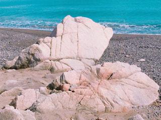 砂浜の岩の写真・画像素材[3028507]