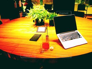 カフェでお仕事の写真・画像素材[2996853]