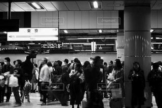 女性,男性,風景,群衆,屋内,東京,駅,人,地下鉄,黒と白