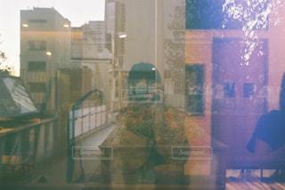 女性,1人,カメラ,反射,レトロ,フィルムカメラ