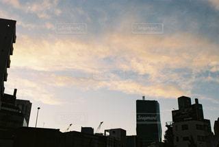 風景,空,建物,屋外,夕方,タワー,都会,高層ビル,明るい,通り,くもり,クラウド