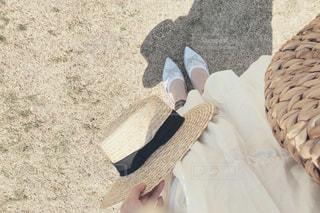 女性,1人,ファッション,白,サンダル,帽子,布,コーディネート,ホワイト,シルバー,カゴ,履物,春服