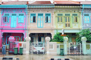 女性,1人,建物,屋外,カラフル,窓,鮮やか,家,都会,旅行,旅,シンガポール