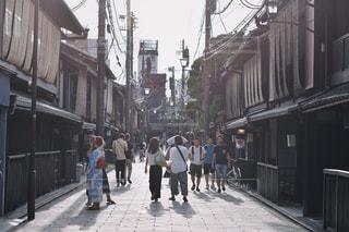 家族,風景,建物,夏,自転車,屋外,京都,歩く,都会,人物,道,人,歩道,通り,風情,履物