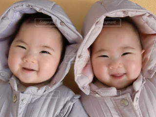 赤ん坊を持っている人の写真・画像素材[1756794]