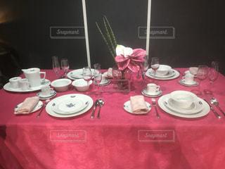 屋内,赤,花瓶,フォーク,テーブル,スプーン,皿,食器,セット,コーヒー カップ