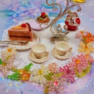 食べ物,カフェ,花,ケーキ,屋内,デザート,テーブル,皿,キャンドル,リラックス,食器,おうちカフェ,ドリンク,誕生日ケーキ,おうち,菓子,ライフスタイル,ビーズ,ケーキスタンド,ペストリー,おうち時間