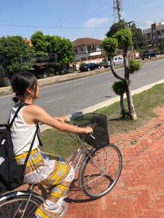 女性,家族,恋人,2人,風景,空,自転車,屋外,人,歩道,タイ,サイクリング,通り,遺産,アユタヤ,巡り
