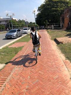 女性,家族,恋人,2人,夏,自転車,屋外,影,道,タイ,サイクリング,遺産,アユタヤ,出逢い,巡り