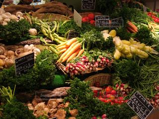 食べ物,緑,赤,白,紫,茶色,果物,トマト,野菜,市場,マーケット,大根,食材,ニンジン
