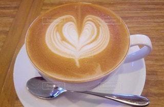 コーヒー,テーブル,スプーン,マグカップ,食器,カップ,カプチーノ,ドリンク,飲料,カフェタイム,コーヒー カップ