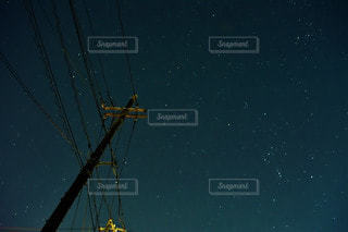 電柱と星空の写真・画像素材[3372461]