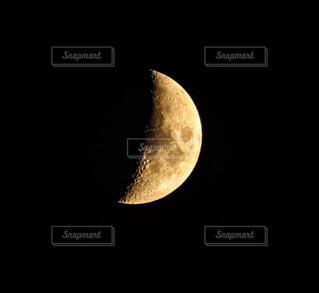 月の望遠撮影の写真・画像素材[3925592]