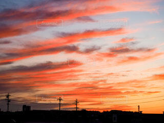 しましまの夕暮れの写真・画像素材[4819387]