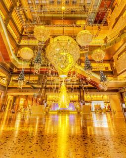 建物,大阪,室内,気球,光,イルミネーション,月,クリスマス,明るい,イルミ,ゴールド,グランフロント大阪,素晴らしい,シャンパンゴールド,クリスマス ツリー,グランフロントクリスマス