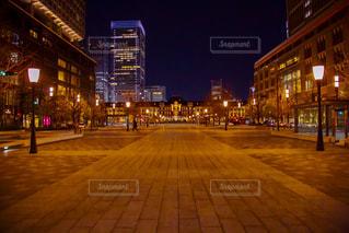 建物,夜,東京駅,都会,道,都市の景観