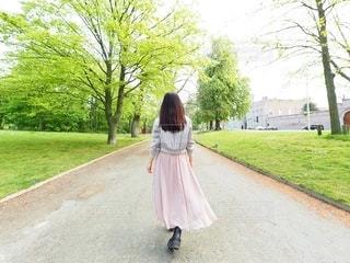 春子コーデで公園をお散歩の写真・画像素材[3117890]