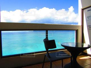 海,空,夏,絶景,ビーチ,晴れ,青,テラス,水面,沖縄,椅子,テーブル,癒し,旅行,家具,ブルー,beach,ディスプレイ,summer,vacation