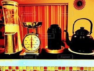 キッチン,室内,時計,家,缶,台所,料理,暖色,ヤカン,ミキサー,計り,ジューサー