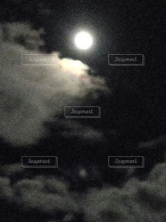 自然,風景,空,夜景,夜空,雲,月,暗闇,満月,月明かり,中秋の名月,月影
