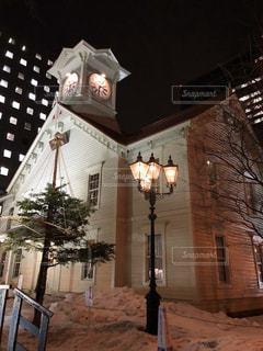 風景,建物,冬,夜,雪,屋外,白,窓,時計,北海道,ランプ,ライトアップ,明るい,街中