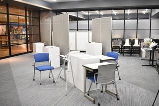 部屋,椅子,テーブル,机,町,場所