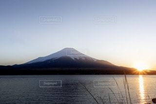 自然,風景,空,富士山,湖,太陽,夕焼け,夕暮れ,水面,山,山中湖