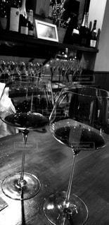 モノクロの赤ワインの写真・画像素材[3047749]