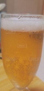 オレンジジュースのグラスの写真・画像素材[3082733]