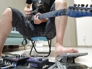 ギター練習風景の写真・画像素材[3211394]