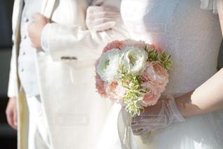 女性,男性,恋人,2人,花,花束,花瓶,バラ,結婚式,人,ブーケ,結婚式ドレス