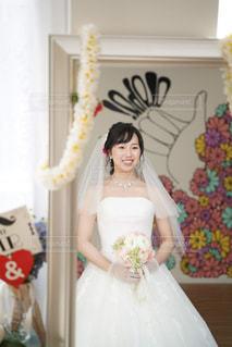 女性,花,屋内,白,結婚式,ドレス,ハワイ,装飾,アイボリー,ウエディングドレス,ウエディングフォト,結婚式ドレス