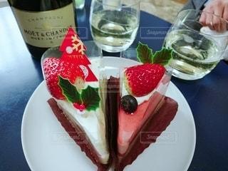 食べ物,ケーキ,デザート,テーブル,皿,食器,おいしい,誕生日ケーキ,イチゴ