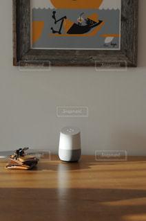 木製のテーブル上の標識の写真・画像素材[1198991]