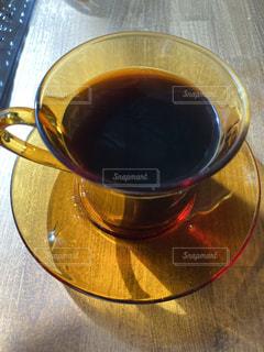 コーヒー,茶色,室内,光,テーブル,食器,コーヒータイム,コーヒーカップ,テーブルの上,コーヒーテーブル