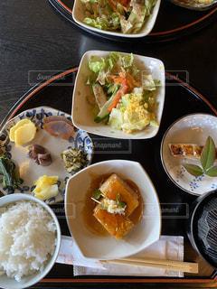食べ物,皿,お店,食器,ごはん,店内,和食,テーブルの上,たくさんの食べもの