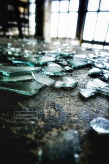 ガラス片のクローズアップの写真・画像素材[3037314]