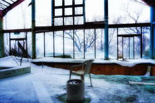 屋内,雪,窓,雪景色,景色,光,椅子,ヒカリ,ゆき,イス,ひかり,窓枠,廃虚
