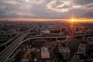 日没時の都市の眺めの写真・画像素材[3478670]