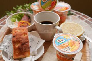 食べ物,コーヒー,朝食,テーブル,果物,皿,食器,カップ,紅茶,菓子,ファストフード,スナック,DOLE,コーヒー カップ,フルーツカップ
