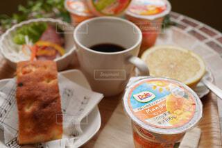 食べ物,コーヒー,テーブル,果物,食器,カップ,紅茶,ドリンク,菓子,ファストフード,スナック,DOLE,コーヒー カップ,フルーツカップ