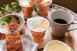 食べ物,コーヒー,朝食,テーブル,果物,カップ,紅茶,ドリンク,菓子,ファストフード,スナック,DOLE,コーヒー カップ,フルーツカップ