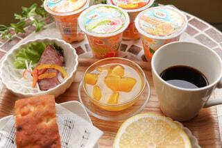 朝食にカットフルーツの写真・画像素材[4815185]