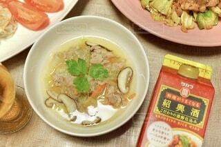 食べ物,朝食,ディナー,野菜,皿,スープ,レストラン,中華,春雨,葉野菜,レシピ,回鍋肉,紹興酒
