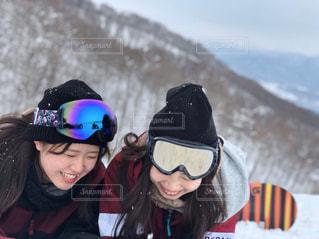 女性,友だち,2人,雪,人物,笑顔,スキー,ゲレンデ,スノーボード