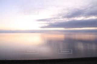 自然,風景,空,屋外,湖,朝日,雲,きれい,綺麗,水面,景色,夜明け,美しい,朝,水鏡,日の出,朝陽,琵琶湖,湖面,景観,滋賀県,スカイ,クラウド,キレイ,高島市