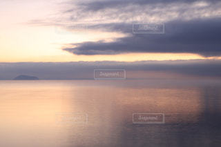 自然,空,冬,屋外,湖,雲,きれい,綺麗,水面,夜明け,美しい,朝焼け,朝,水鏡,日の出,琵琶湖,湖面,滋賀県,スカイ,クラウド,キレイ,高島市,ウインター
