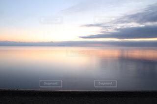 自然,風景,空,屋外,湖,雲,きれい,綺麗,水面,鮮やか,夜明け,美しい,朝焼け,朝,水鏡,日の出,琵琶湖,湖面,滋賀県,スカイ,クラウド,キレイ,高島市